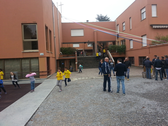 Maglie gialle in Agorà